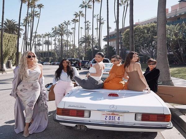 Khloe Kardashian, Kim Kardashian West, Kylie Jenner, Kourtney Kardashian, Kendall Jenner, and Kris Jenner (Image courtesy: Instagram)