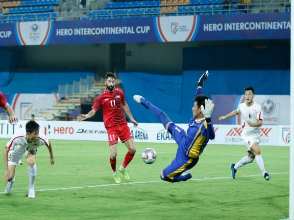 Players of Syria and DPR Korea in action (Photo/AIFF)