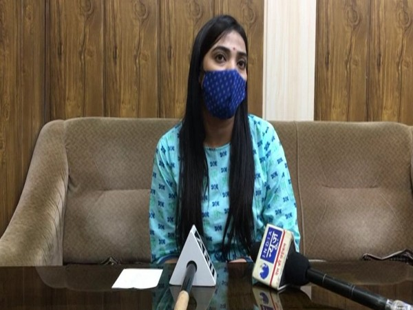 Apoorva Tiwari, District Data Manager, Health Department, Indore speaking to reporters on Wednesday. [Photo/ANI]