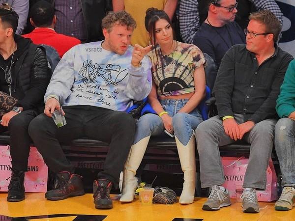Sebastian Bear-McClard with model Emily Ratajkowski at Lakers vs. Cavaliers game (Image courtesy: Instagram)