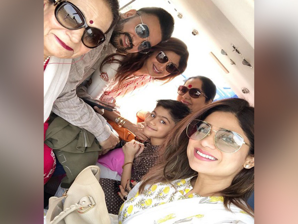 Bollywood Actor Shilpa Shetty with her family (Image courtesy: Instagram)