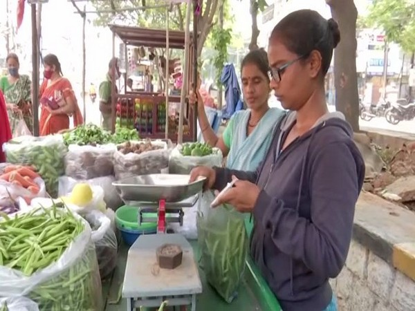 Due to financial crisis, 22 year old 3rd medical student sells vegetables with her mother