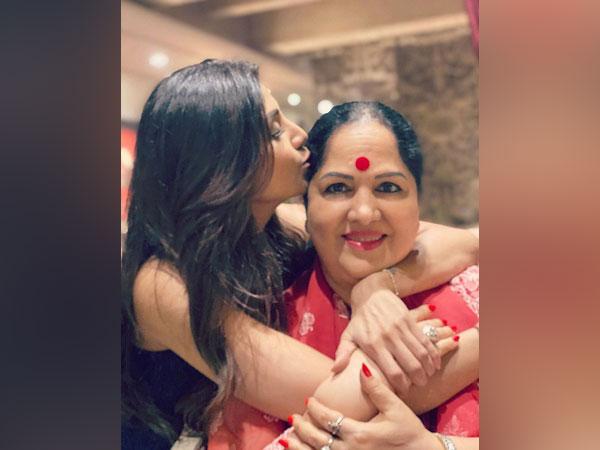 Actor Shilpa Shetty with her mother Sunanda Shetty.