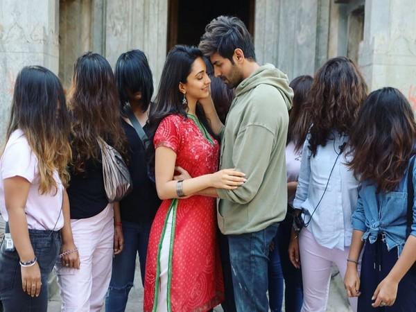 Kartik Aaryan and Kiara Advani (Image courtesy: Instagram)