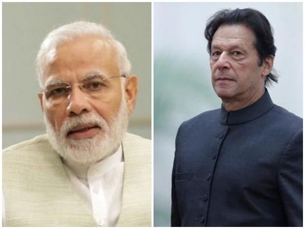 Prime Minister Narendra Modi (L) and Pakistan PM Imran Khan (R)