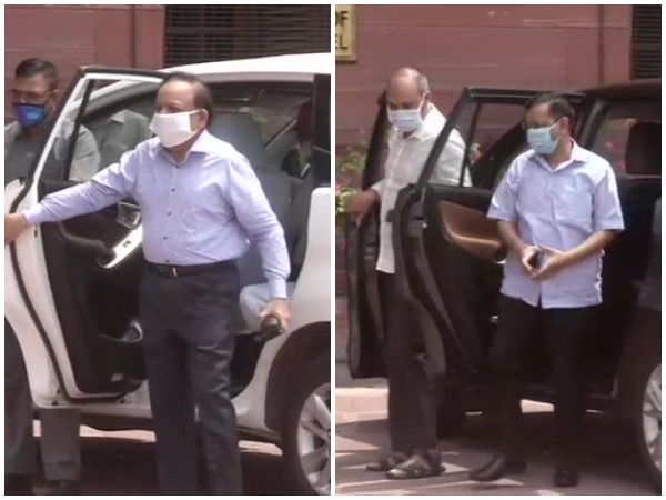 Dr Harsh Vardhan (L) and Arvind Kejriwal (R) reach MoH office on Sunday for a meeting. [Photo/ANI]