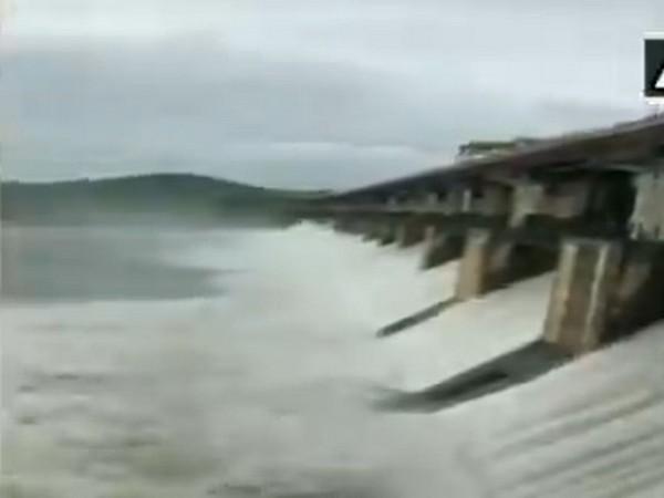 7,300 cusecs water released from Tunga dam n Shivamogga on Monday. [Photo/ANI]