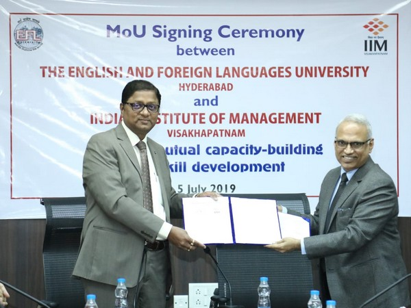 The MoU being exchanged between Vice Chancellor E Suresh Kumar of EFLU and M Chandrasekhar, Director of Indian Institute of Management. Photo/ANI
