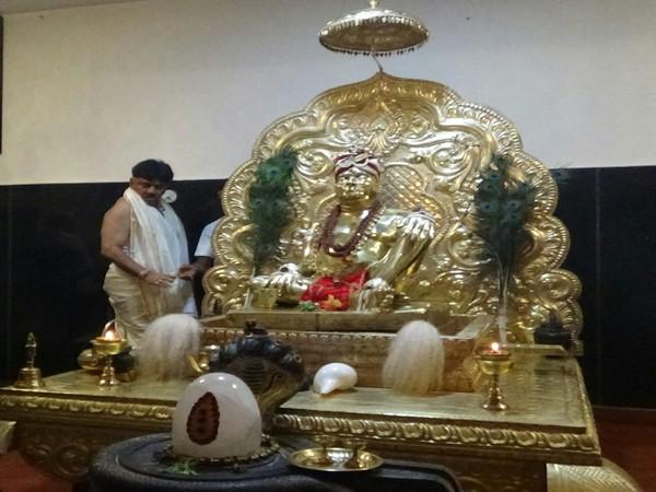 D K Shivakumar offers prayers at the Kigga Rishishrunga temple in Sringeri on Thursday [Photo/ANI]