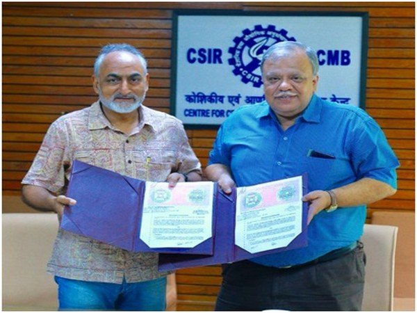 Directors of CCMB and CDFD, Dr Rakesh K Mishra and Dr Debashis Mitra Photo/PIB