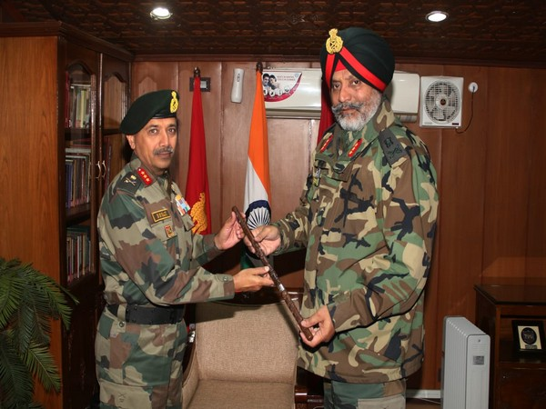 Lieutenant General Kanwal Jeet Singh Dhillon handed over command of the Kashmir based 15 Corps to Lieutenant General BS Raju today.