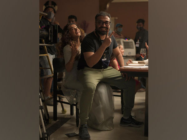 Taapsee Pannu and Anurag Kashyap on sets of 'Dobaaraa' (Image Source: Twitter)