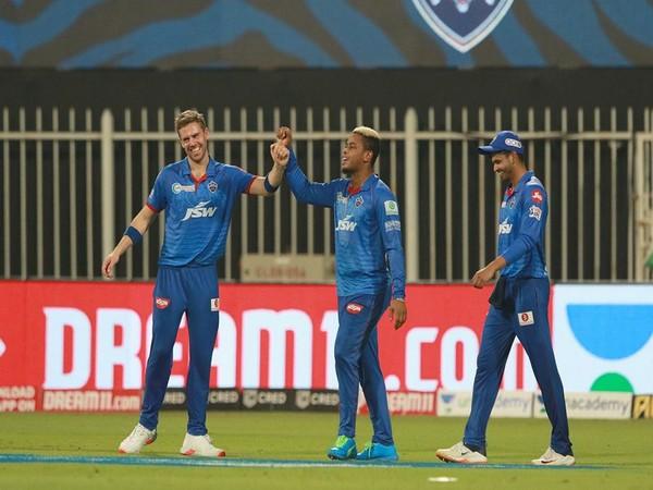Delhi Capitals skipper Shreyas Iyer with teammates (Photo/ iplt20.com)