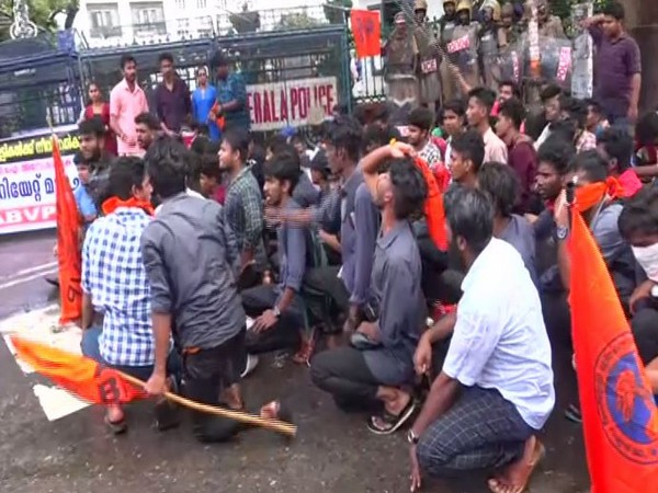 ABVP workers outside Kerala secratariat on Thursady in Thiruvananthapuram. Photo/ANI