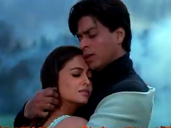 A still from 'Mohabbatein' featuring actors Shah Rukh Khan and Aishwarya Rai Bachchan (Image Source: Twitter)