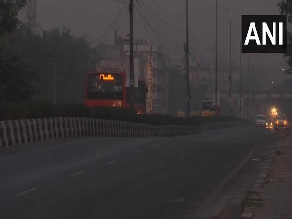 Smog engulfs New Delhi on Wednesday. Photo/ANI