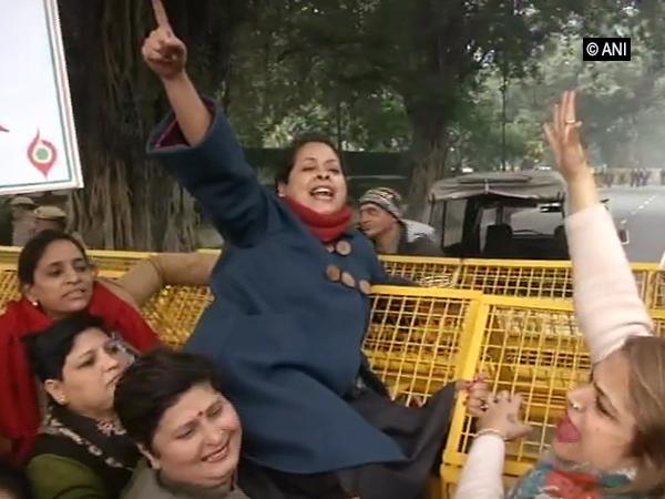 Delhi Mahila Congress President Sharmistha Mukherjee protesting near the residence of Union Home Minister Amit Shah on Friday