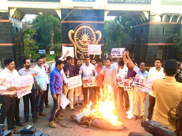 The demonstrators also burnt effigies of BJP, RSS and ABVP at the protest. Photo/ANI