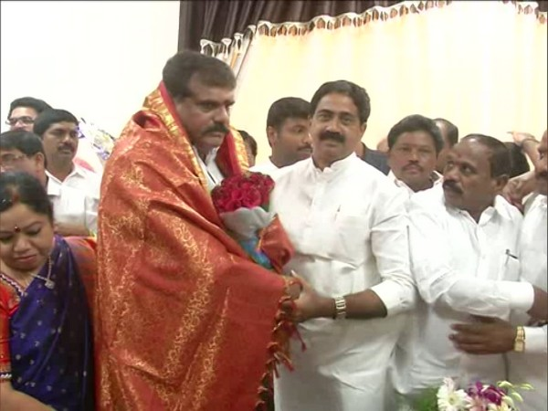 Visduls of Botcha Satyanarayana taking charge as Andhra Pradesh Municipal Administration and Urban Development Minister on Saturday. (Photo: ANI)