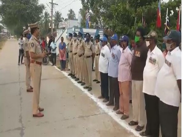Andhra Police pay tributes to fallen soldiers of 'Military Madhavaram' on commemoration week. Photo/ANI
