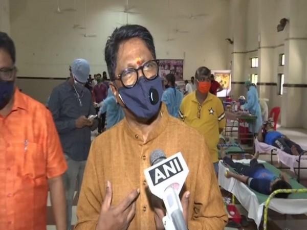 Shiv Sena's South Mumbai MP Arvind Sawant speaks to ANI in Mumbai [Photo/ANI]