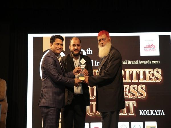 Mr Shadan Siddique receiving award for Glassto India