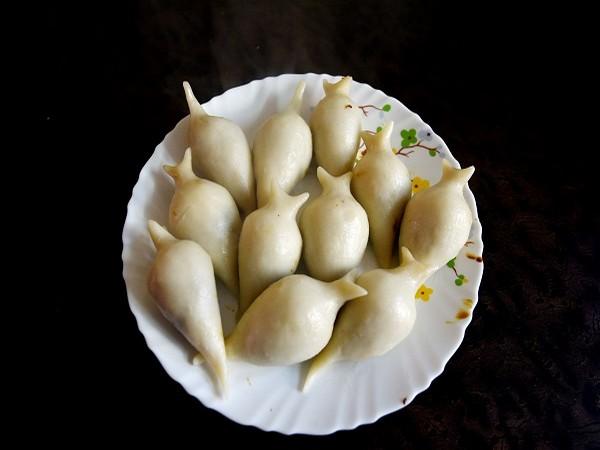A plate full of Yomari.