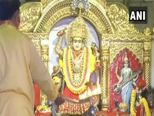 Morning 'arti' was performed at Delhi's Jhandewalan temple on 'Ashtami' on Saturday. Photo/ANI