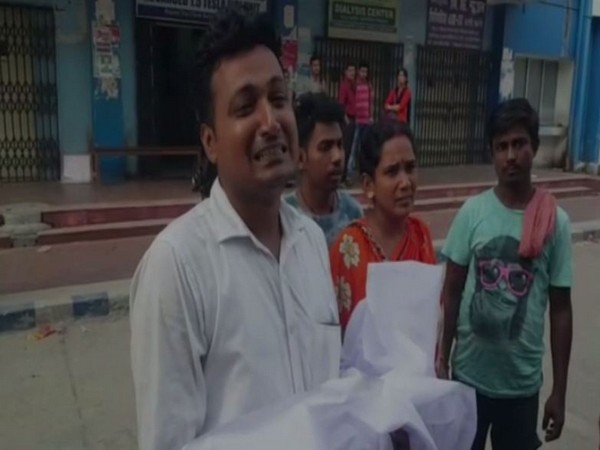 Abhijit Mallik, the father of the deceased child in North 24 Parganas, West Bengal.