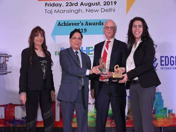 Alkanshree Dahar was presented the award by former Chief Justice of India, Deepak Misra at Achiever's Awards 2019