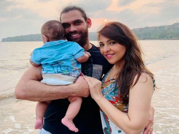 Adil Khan with wife and son (Image: AIFF)