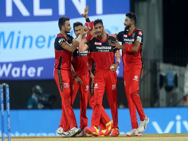 RCB all-rounder Shahbaz Ahmed celebrates with teammates (Photo/ IPL Twitter)