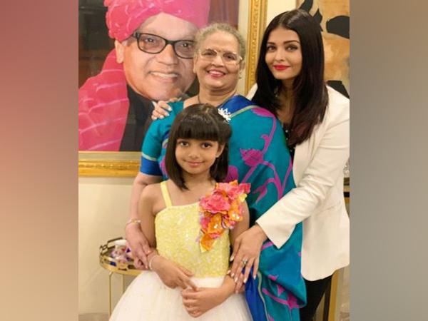 Aishwarya Rai Bachchan with family (Image courtesy: Instagram)