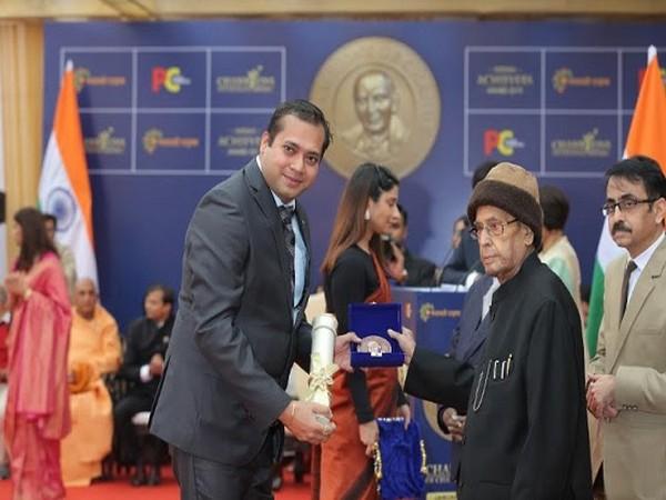 Ajay Harinath Singh receiving his award from Dr Pranab Mukherjee