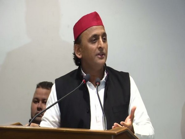 Samajwadi Party leader Akhilesh Yadav addressing student leaders in Lucknow on Sunday. Photo/ANI