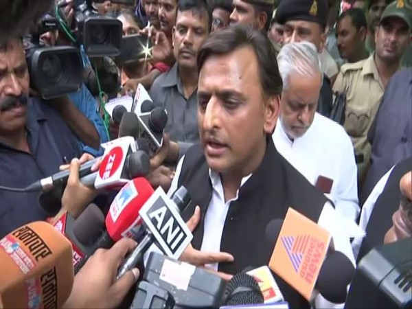 Samajwadi Party president Akhilesh Yadav Speaking to media reporters outside KGMU trauma centre on Tuesday. Photo/ANI