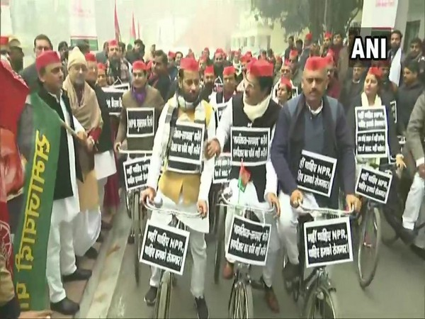 Akhilesh Yadav flags off a cycle march against CAA, NRC and NPR