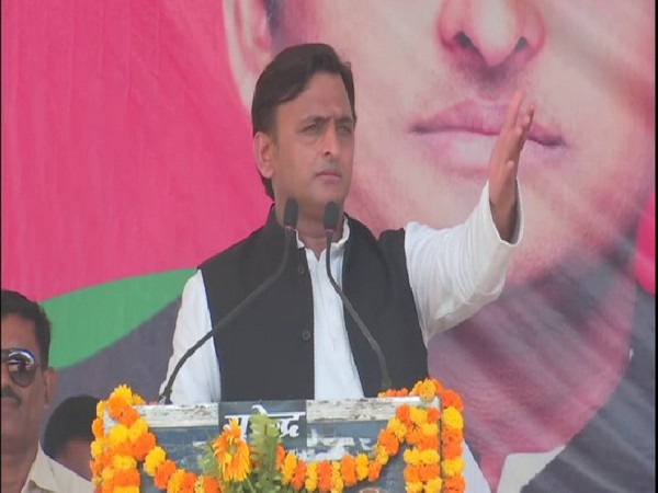 Samajwadi Party president Akhilesh Yadav addressin a public rally at Azamgarh on Monday. Photo/ANI