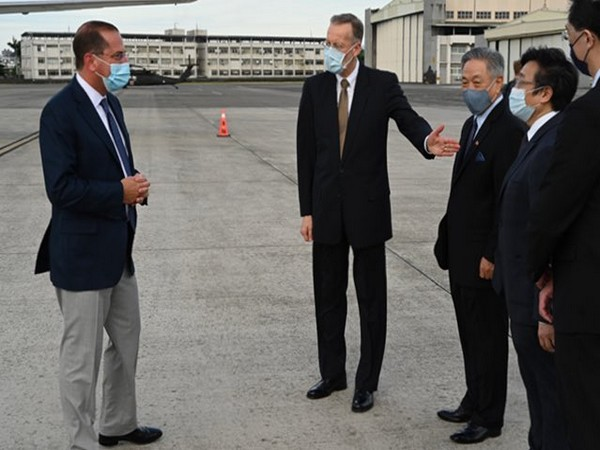 US Health and Human Services Secretary Alex Azar being welcomed by Taiwan leaders. (Photo credit: Alex Azar twitter)
