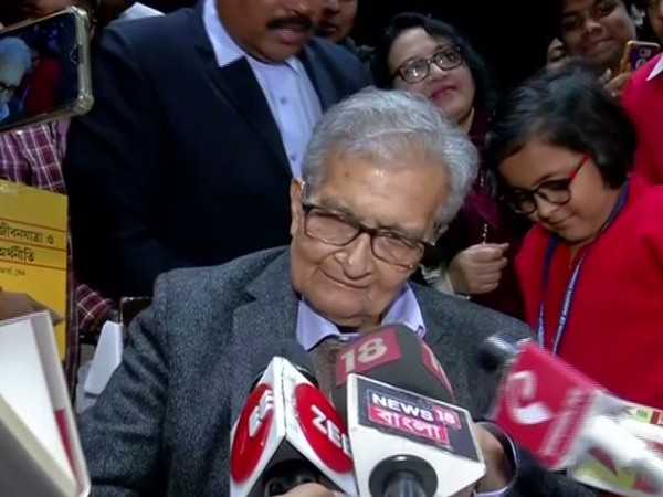 Economist and Nobel Laureate Amartyaa Sena speaking to reporters in Kolkata on Monday. Photo/ANI