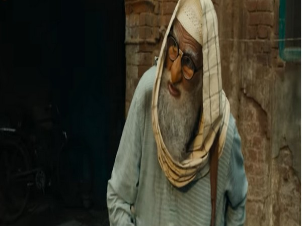 A still from the official music video 'Madari Ka Bandar' from the movie 'Gulabo Sitabo' featuring actor Amitabh Bachchan (Image source: YouTube)