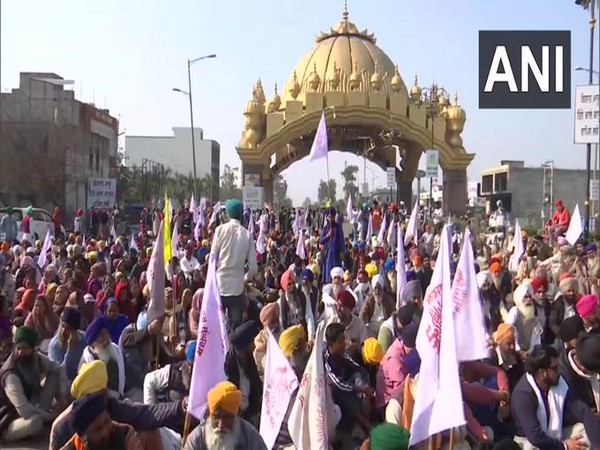 Protesters participating in 'Chakka Jaam' in Amritsar