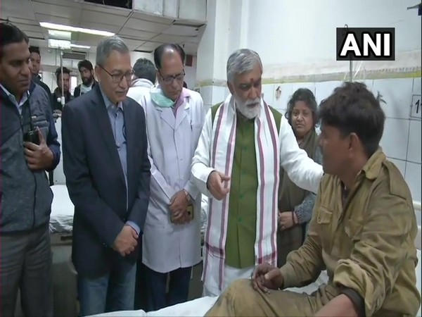 Union Minister Ashwini Choubey meeting the injured victims of Anaj Mandi fire at LNJP Hospital in New Delhi on Sunday.