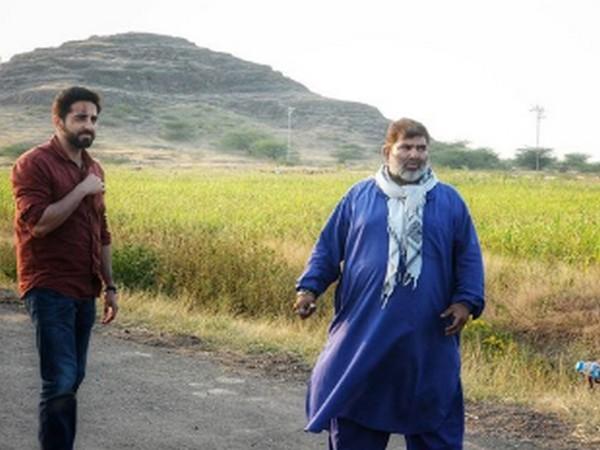 Actor Ayushmann Khurrana with late action director Parvez Khan (Image Source: Instagram)