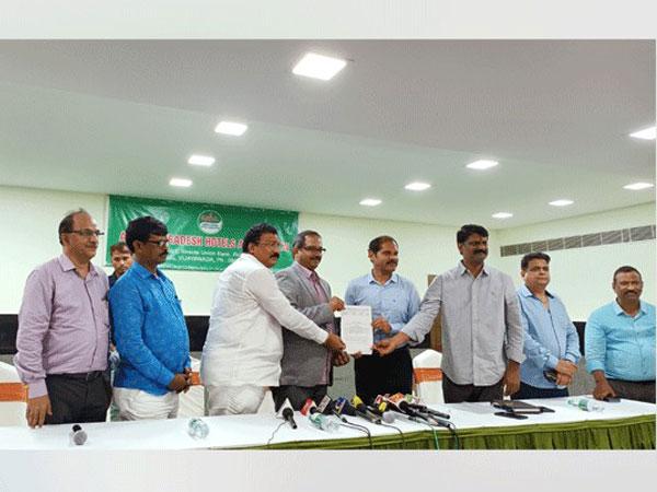 Andhra Pradesh Hotels Association (APHA) and Yumzy sign MOU to directly cater consumers of Vijayawada and Guntur