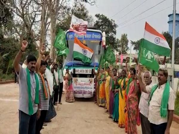 people from Amaravati region of Andhra Pradesh went to Medaram in Telangana to offer prayers for sole capital of Andhra Pradesh at Amaravati. Photo/ANI