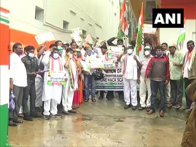 Andhra Pradesh Congress president Dr Sake Sailajanath along with party workers. (Photo/ANI)