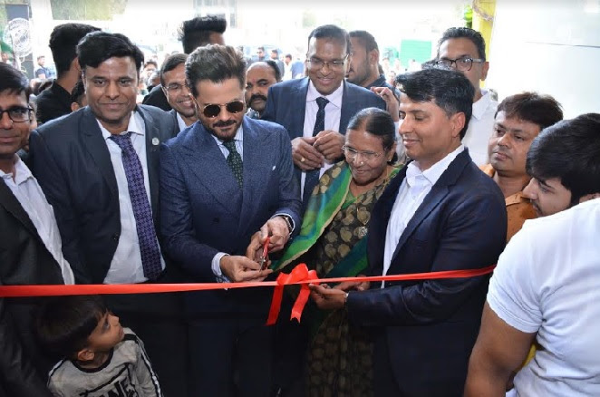 Anil Kapoor along with other dignitaries of Qutone Inaugurating the Qutone Experience Center