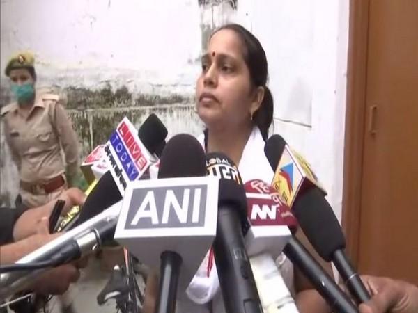 Anju Yadav, wife of Lucknow based lawyer Manoj Yadav speaking to media on Thursday. (Photo/ANI)