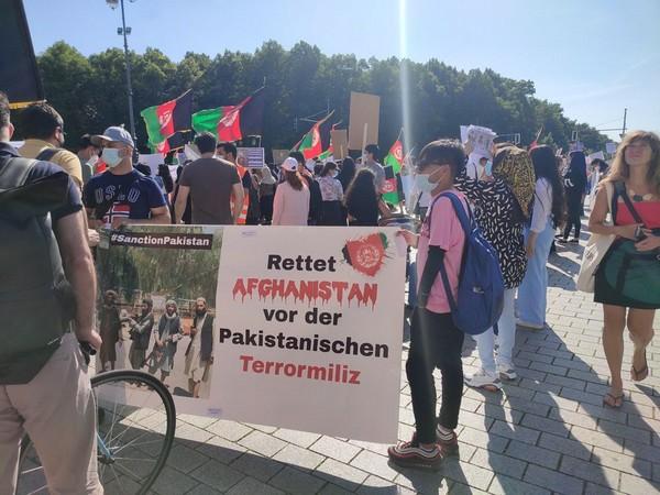 Anti-Pakistan protest held at Brandenburg Gate in Berlin. (ANI)